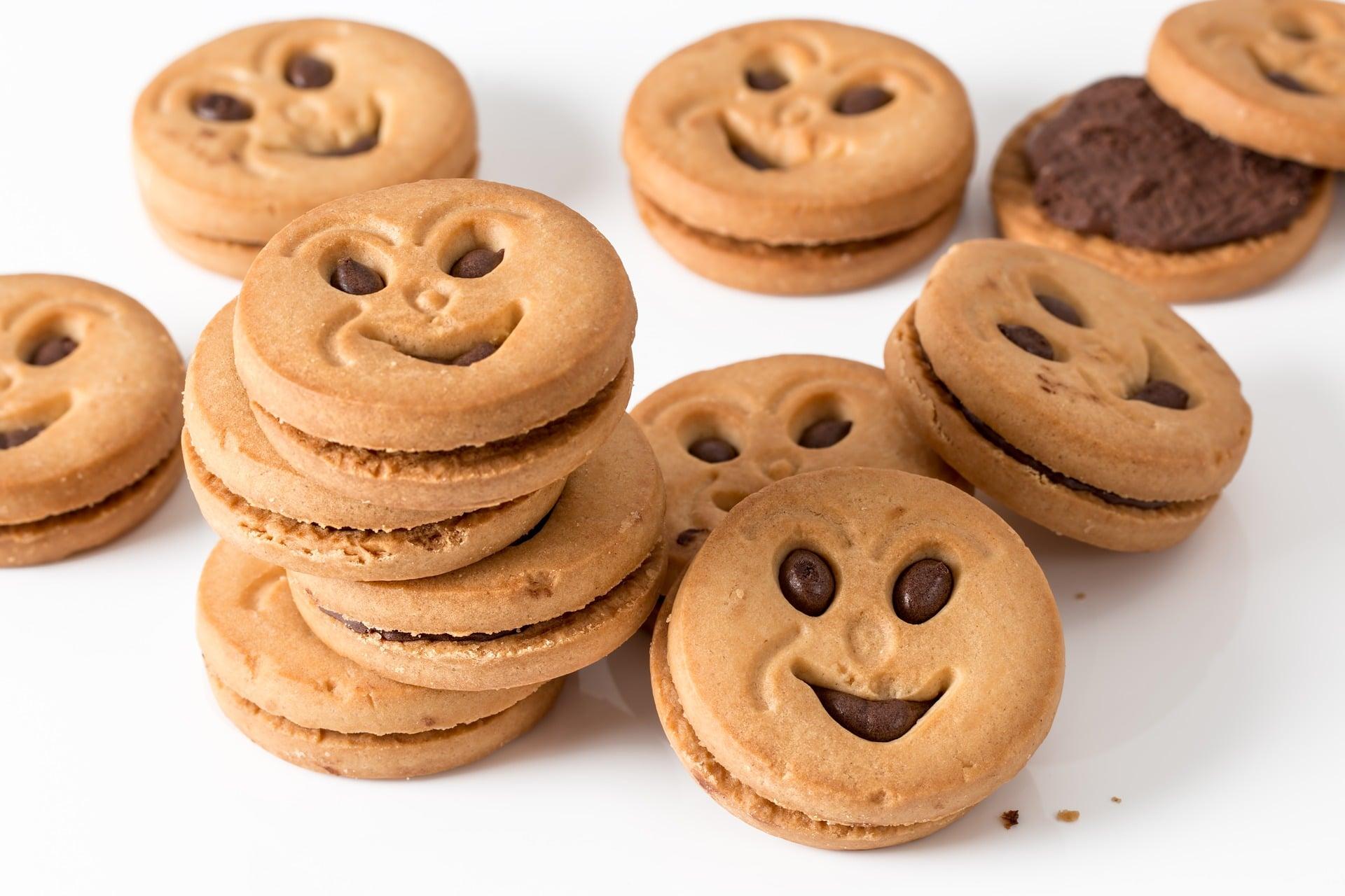 Много бисквити